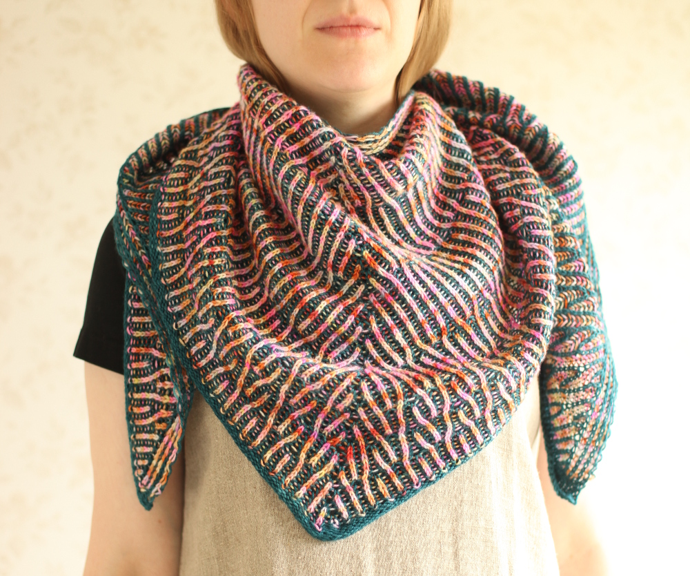 Humus shawl around the neck