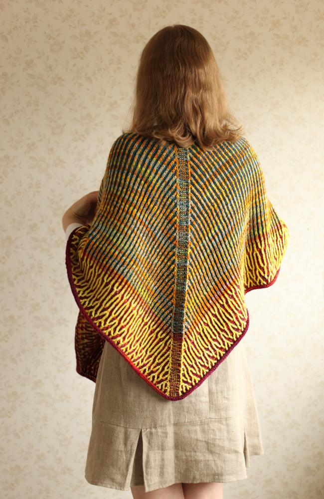 Honka shawl on the shoulders
