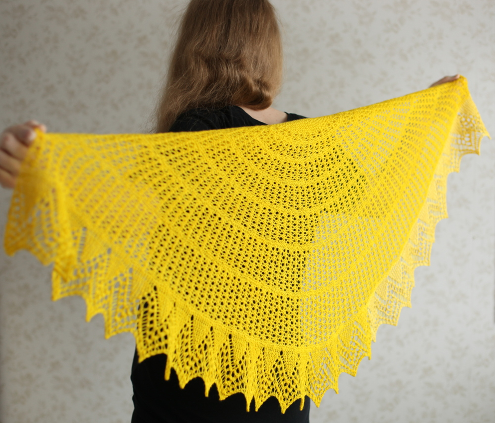 Halo shawl, yellow